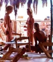 Chicas en la costa